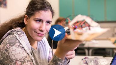 Robotiikkaa lukiossa – katso, millaisia robotteja lukiolaiset tekevät