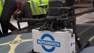 """Droonit kuljettavat paketteja Aviapoliksessa – """"Ainutlaatuinen pilotti jopa Euroopassa"""""""