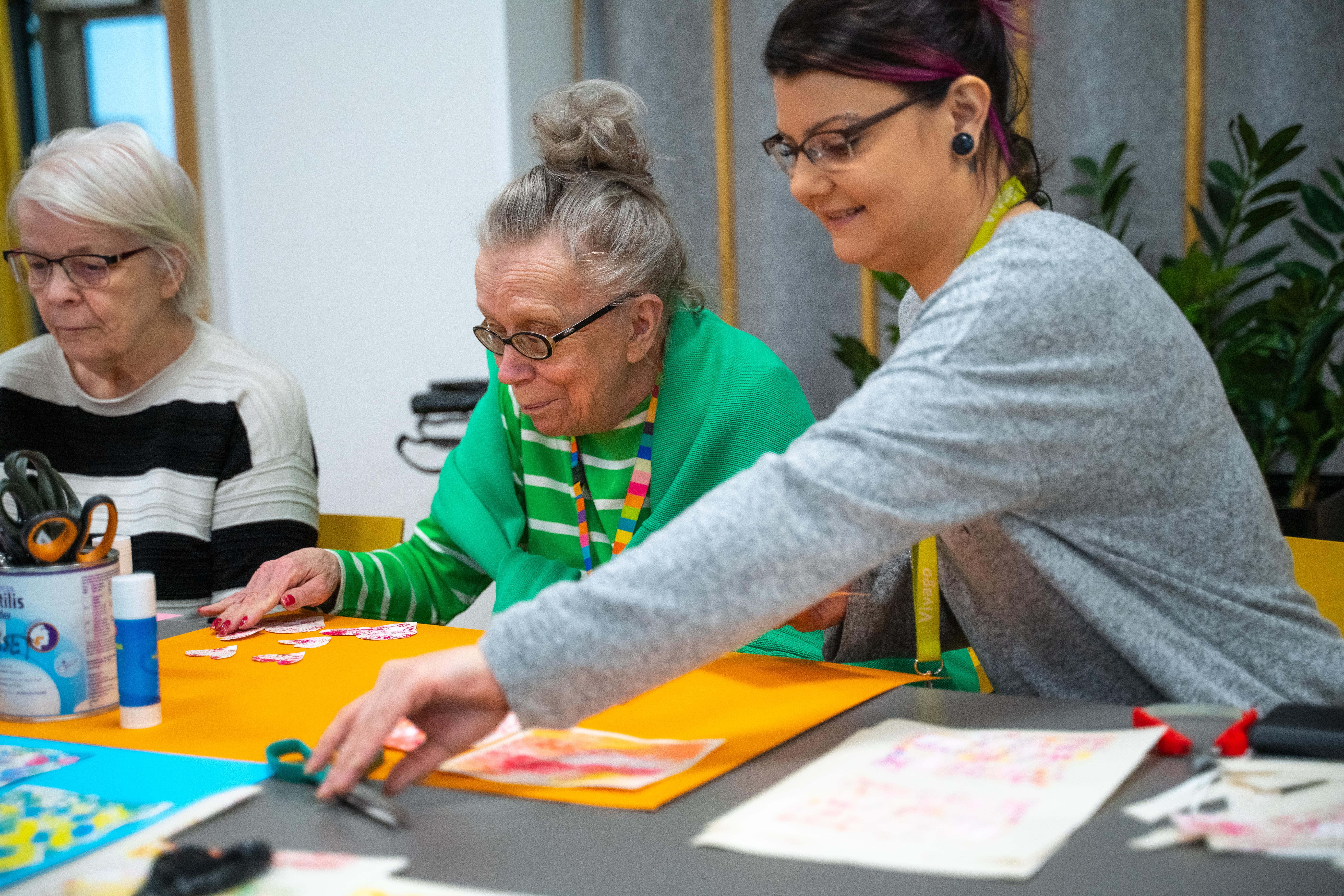 Tervetuloa kotiin! Myyrmäen vanhustenkeskus on täynnä harrastuksia ja teknologiaa