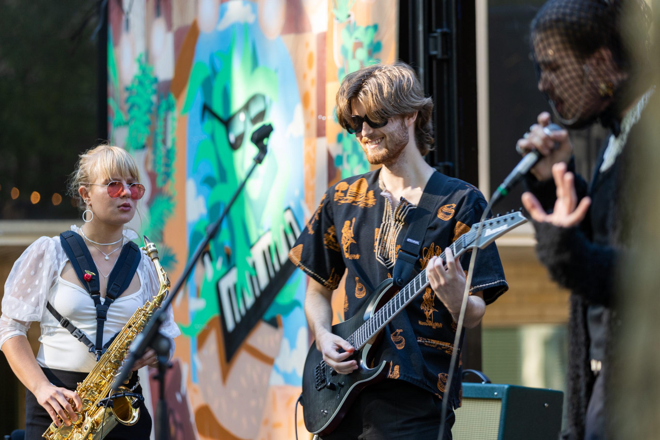 Martinus Backstagen avajaisissa nautittiin vantaalaisnuorten livemusiikista