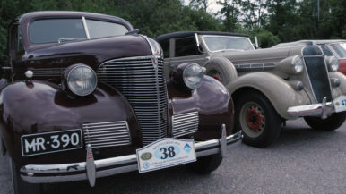 Klassikkoautoja ja historian havinaa