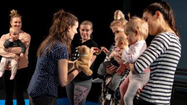Vauvat sirkuskurssilla - katso mitkä kuviot!